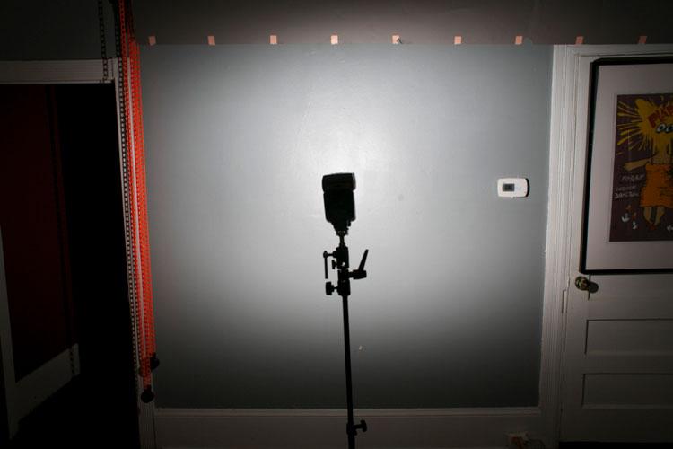 размещение фотовспышек в комнате солями