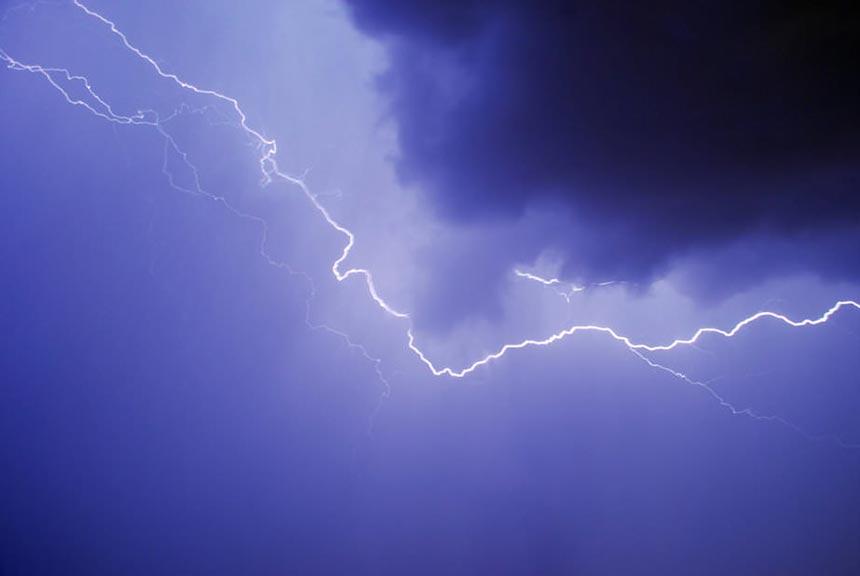 рассмотрении фото как сфотографировать молнию ночью некоторых поддается абсолютно